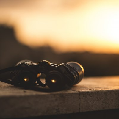 binoculars-1209892_1920